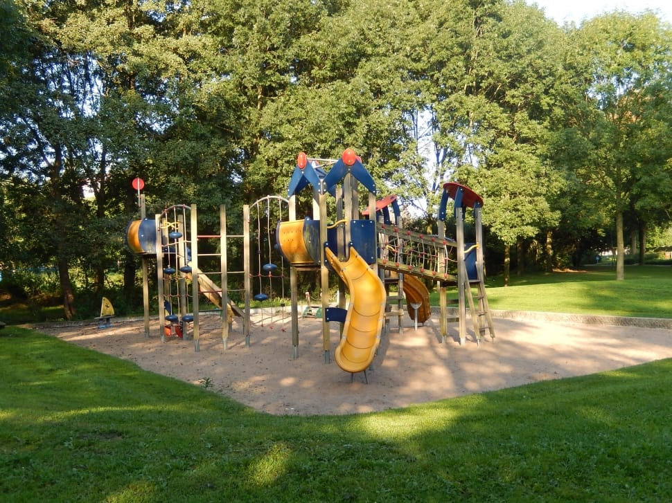 Plastic Swing Sets: Reasons to Consider One for Your Kids